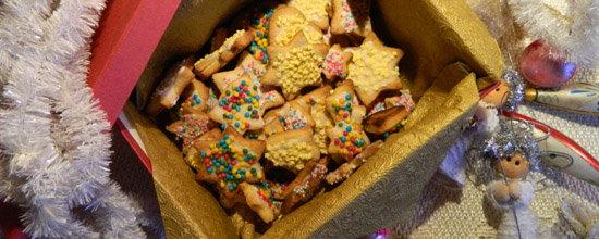 Kruche kolorowe świąteczne ciasteczka